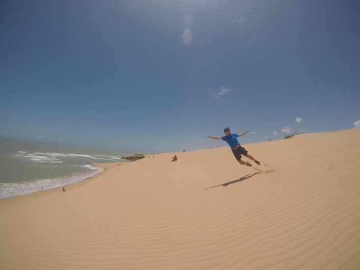 Faire les cons dans le sable - Pierre