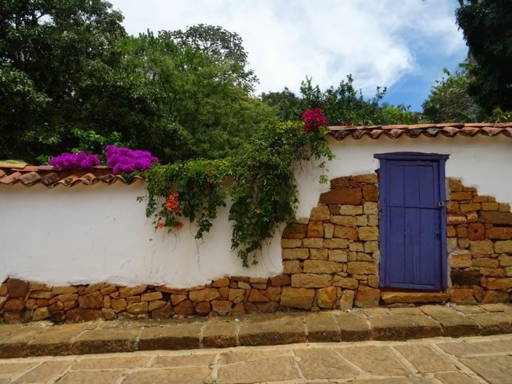 Mur magnifiquement décoré de petites fleurs