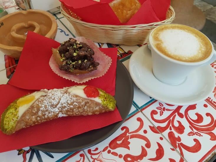 canolo, délice sicilien et capuccino