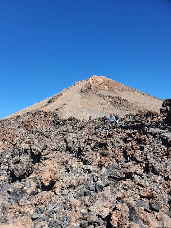 tout là haut le cratère et le sommet