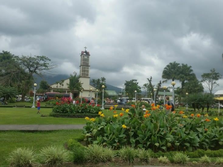 Le parc devant l église