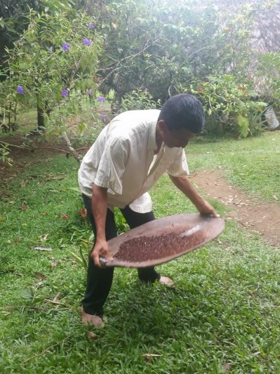 Umberto prépare le cacao