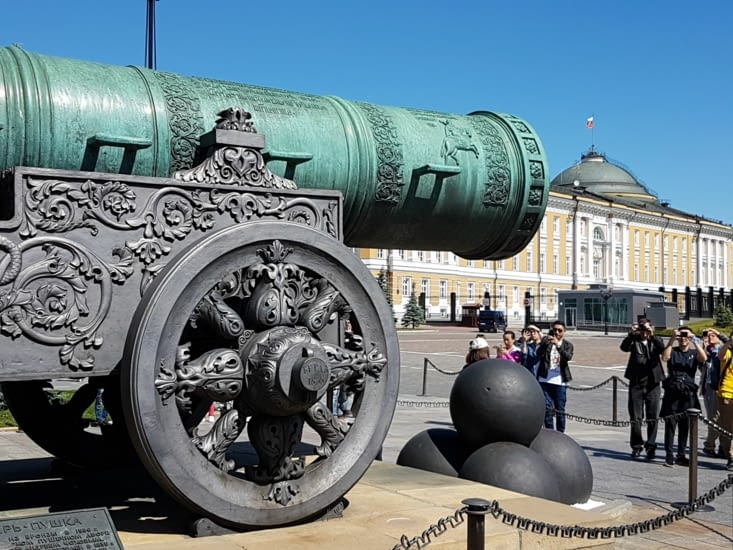 Le canon qui n'a jamais servi, les boulets étaient plus gros que le fut du canon!