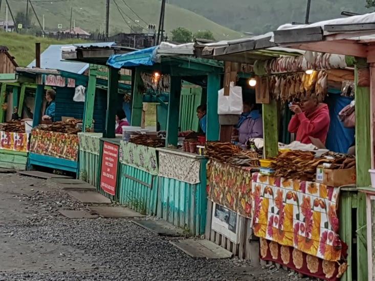 Un marché le long de la route
