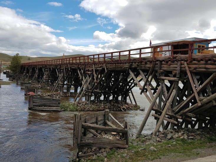 Un vieux pont bois mais qui n'est plus utilisé aujourd'hui