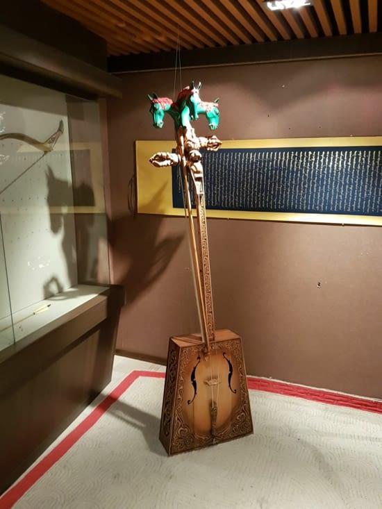 Une vielle à cheval: instrument typique Mongole