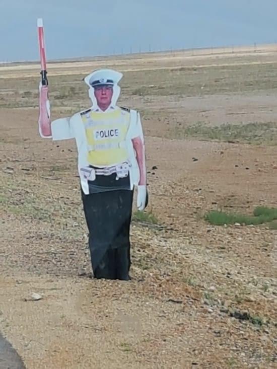 """Panneau signaletique de la Police. Il ressemble plus à un Français qu""""à un Mongole@"""