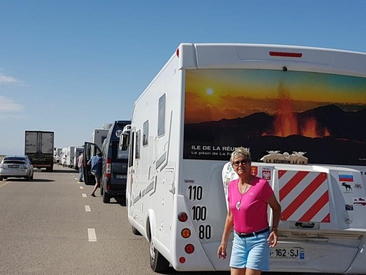 en file indienne pour passer la frontière Mongole