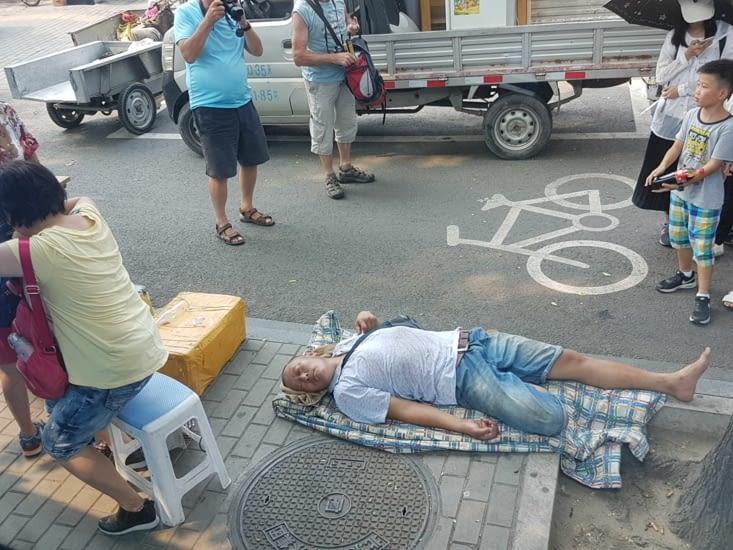 Quand la fatigue arrive on peut dormir partout!