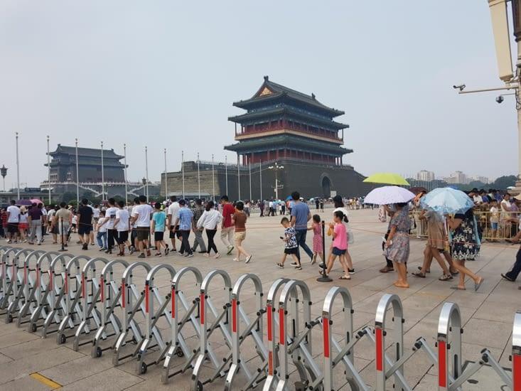 Queue pour voir le mausolée de MAO