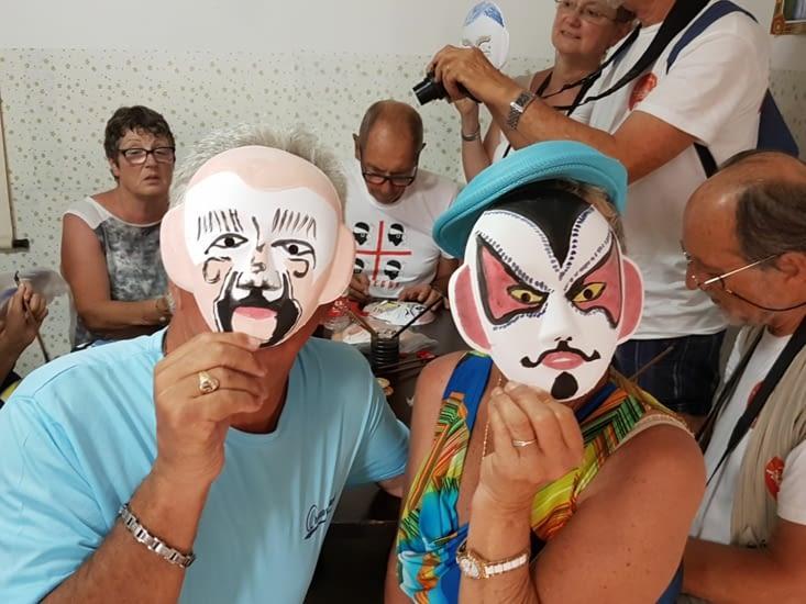 Visite d'une maison Hutong ou nous avons peint nos masques!