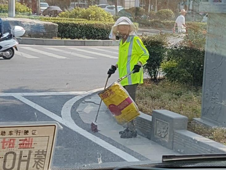 Nettoyage des bandes d'arrêts d'urgences des routes et autoroutes