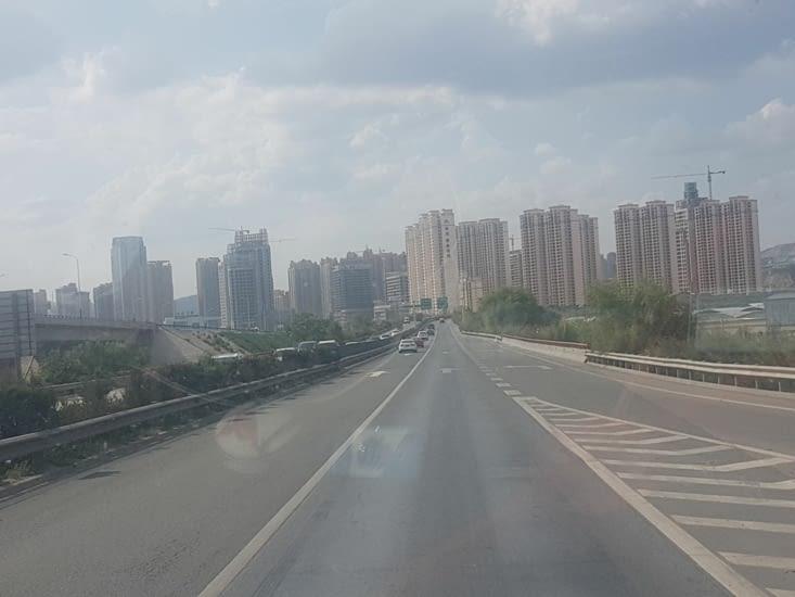 Lanzhou ville de 5 millions d'habitants: encore plus de tours d'immeubles!