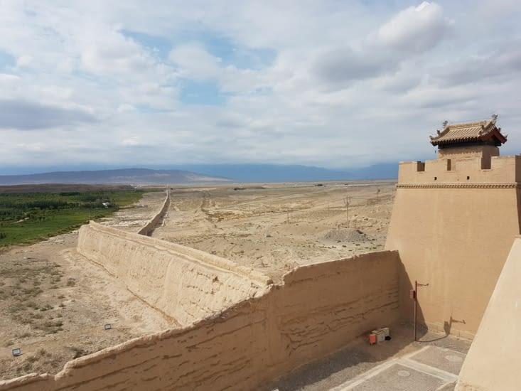Prolongement d'une des 2 murailles partant en Y jusqu'aux montagnes