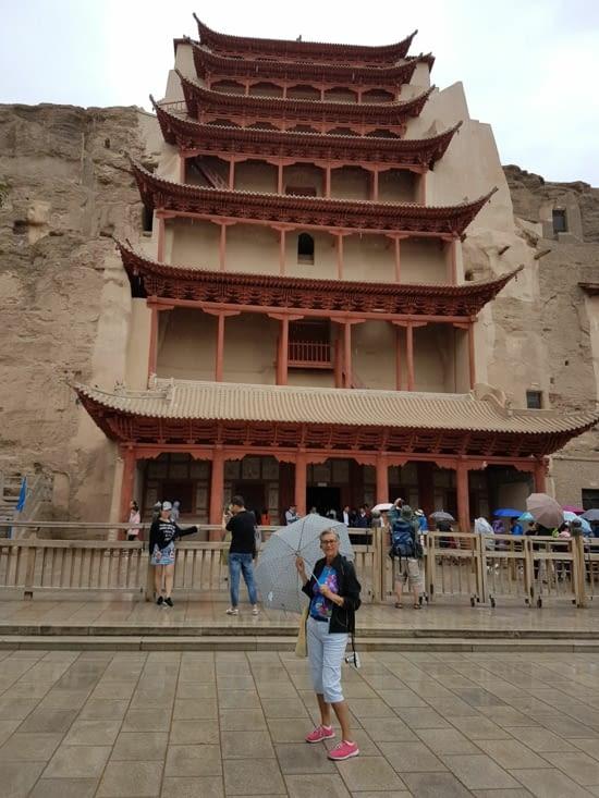 La grotte où se trouve le grand Bouddha de 33m de haut!