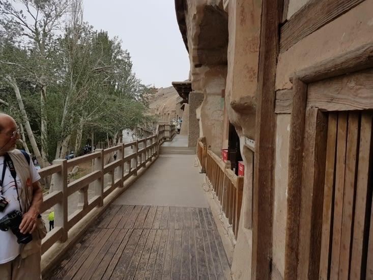L'accès aux grottes se trouve sur plusieurs niveaux