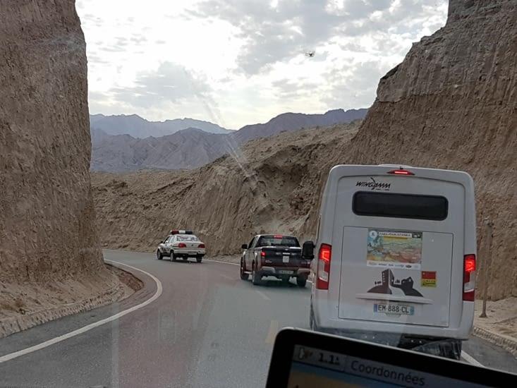 En convoi pour les grottes
