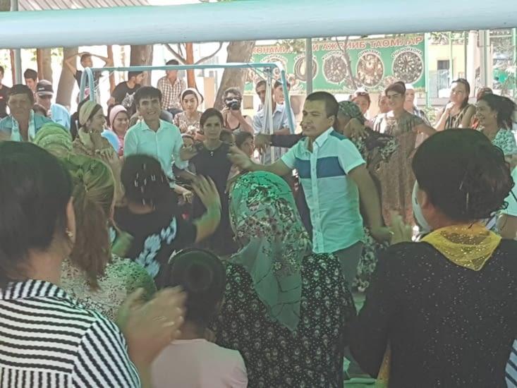 Danse dans les kiosques du Parc Navoy