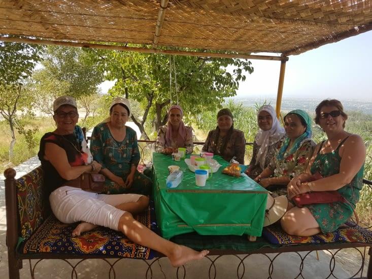 Moment de convivialité  avec des femmes Ousbesks