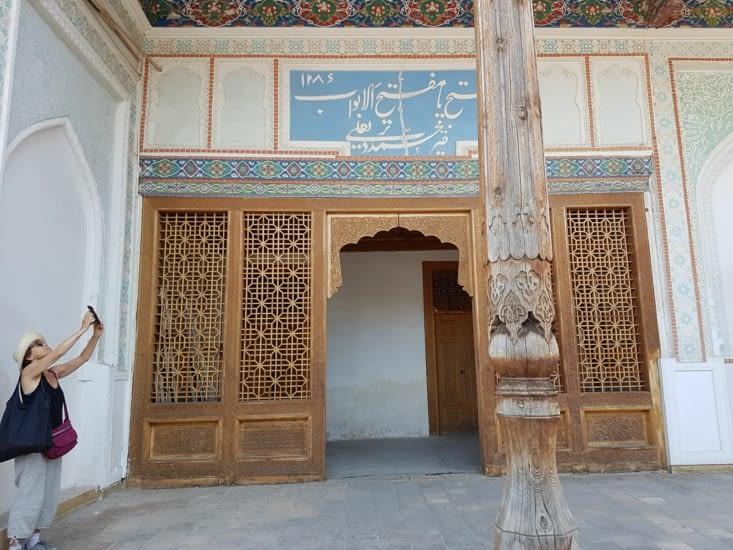 Visite du palais de Kudaiar Kan
