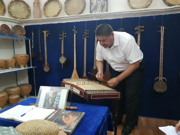 Démonstration d'instrument de musique locale
