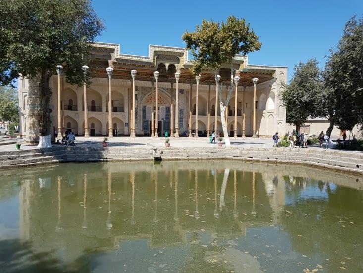 Mosquee avec son bassin devant