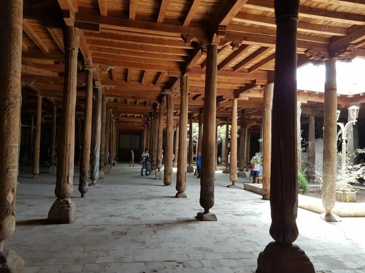La mosquée aux 213 colonnes