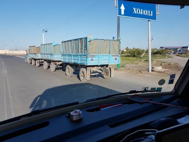 Tracteur avec 3 remorques!