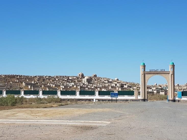 Un cimetière musulman le long de la route