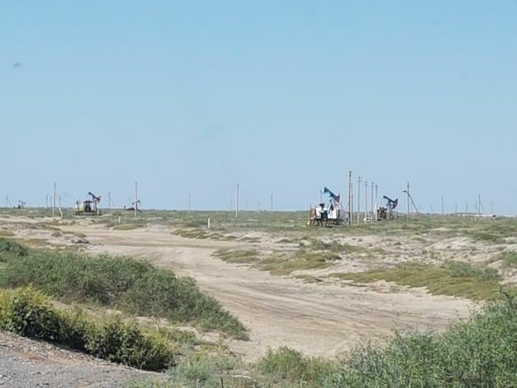 Les puits de pétrole dont nombreux au Kazakhstan