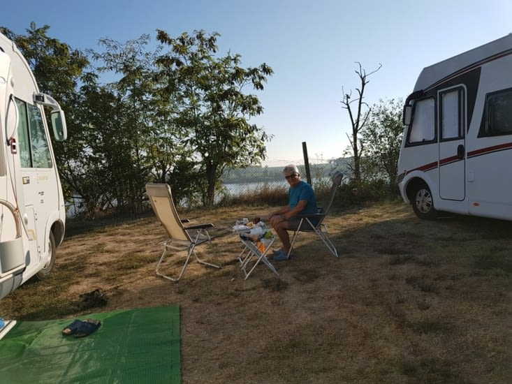 Notre emplacement au camping à 14km du centre de Belgrade