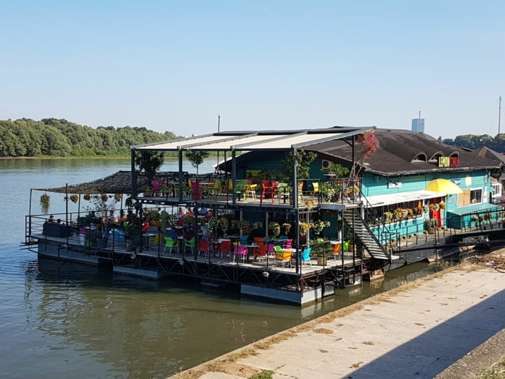 Restaurant sur l'eau