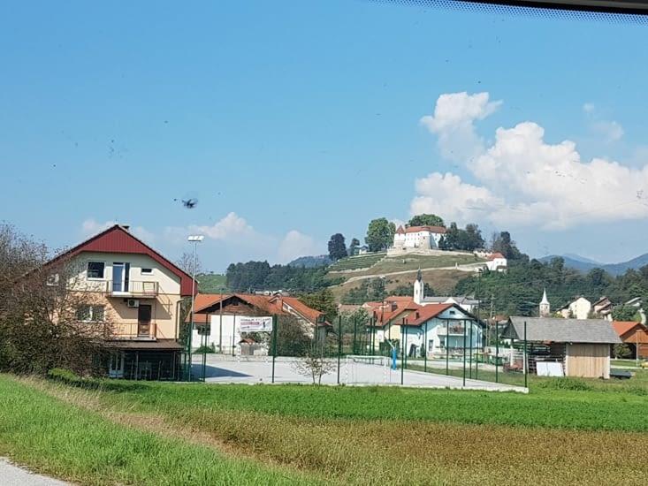 Sur une route départementale Slovene