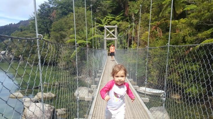 La Louce qui arrive au pont de l'arrivée comme si elle finissait un marathon !