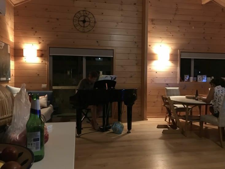 Mark m'a même joué quelques morceaux au piano, un beau moment 😁