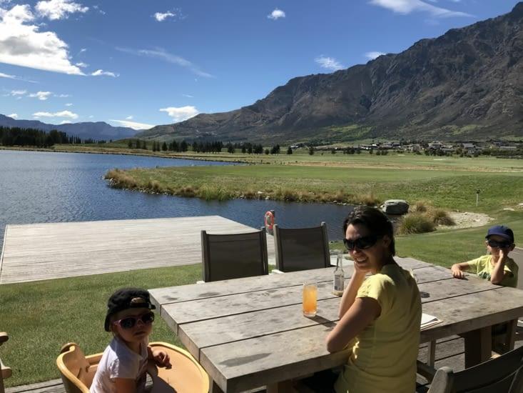 Déjeuner face au lac du golf 🏌️♂️
