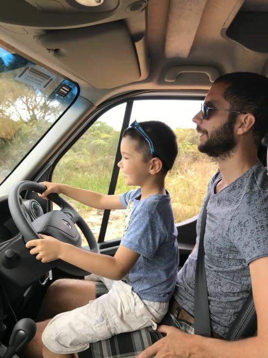 Leçon de conduite pour le grand