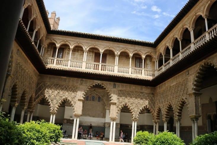 La cour centrale du palais