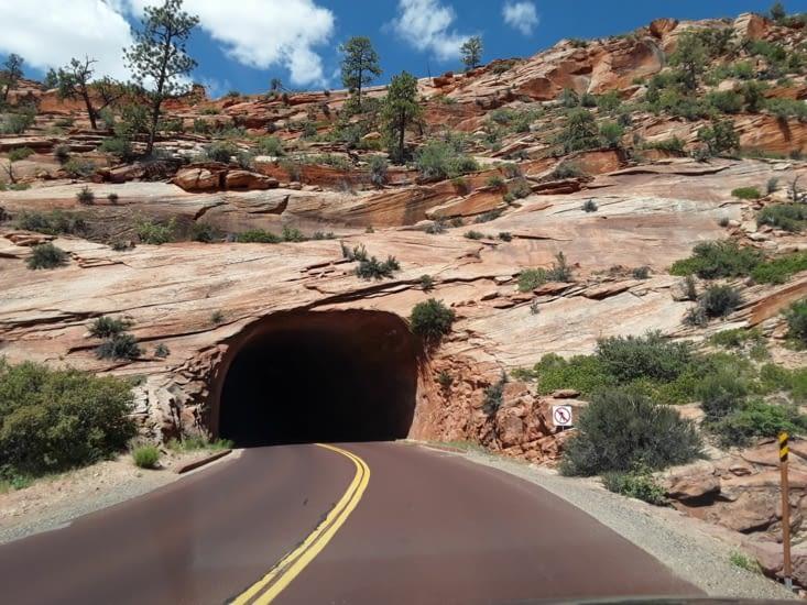 Il y a 2 tunnels pour traverser ces montagnes