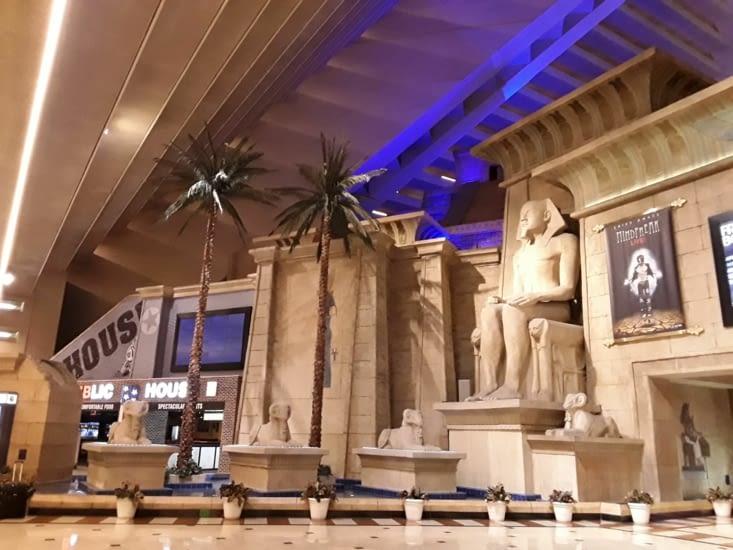 La visite de l hôtel Luxor impressionnant  .......