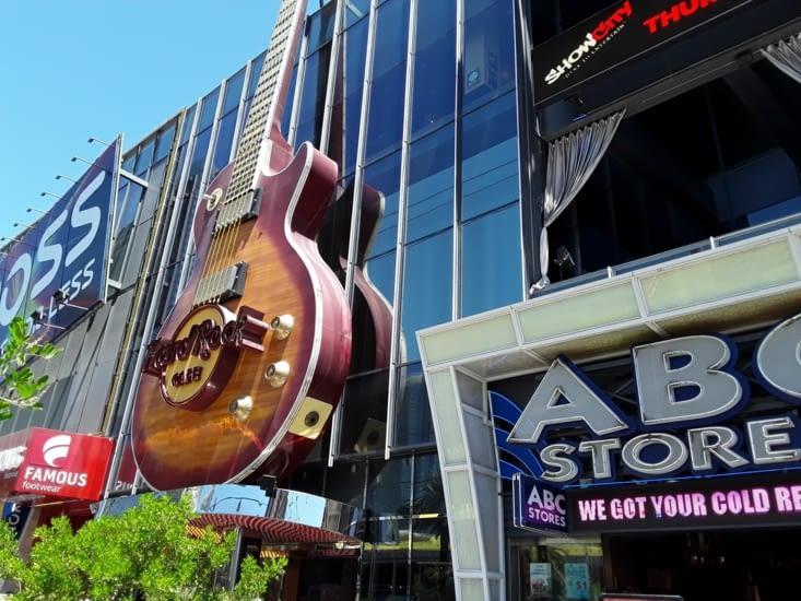 Musique à fond devant le restaurant hard rock cafe