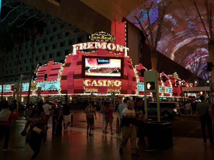 Casino et bar de nuit dans tous les coins