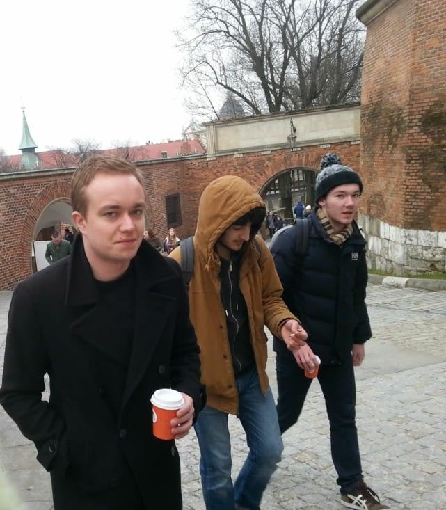 De gauche à droite : Maciek, Adriano et Amaury. Château de Cracovie