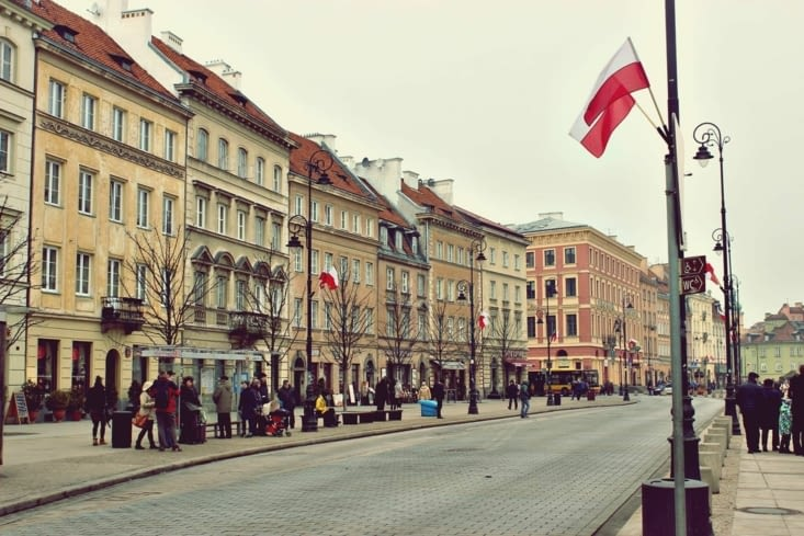 La rue Krakowskie Przedmieście par laquelle nous sommes arrivé à la vieille ville