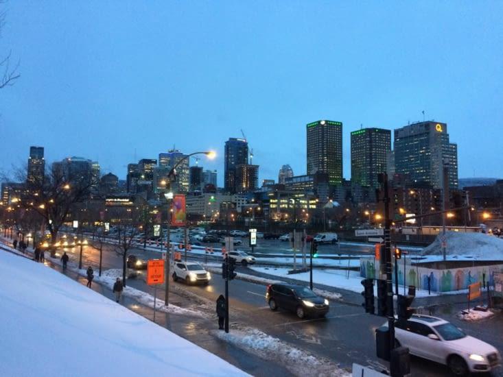 Le quartier des affaires de Montréal, à la tombée de la nuit