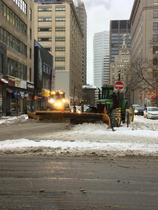 Tracteurs dans le centre-ville de Montréal