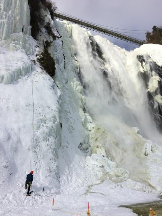Petite partie d'escalade au pied de la chute Montmorency