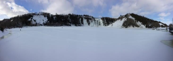Vue panoramique de la chute Montmorency et du bassin