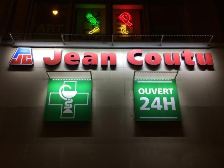 Jean Coutu est une enseigne de pharmacies franchisées.