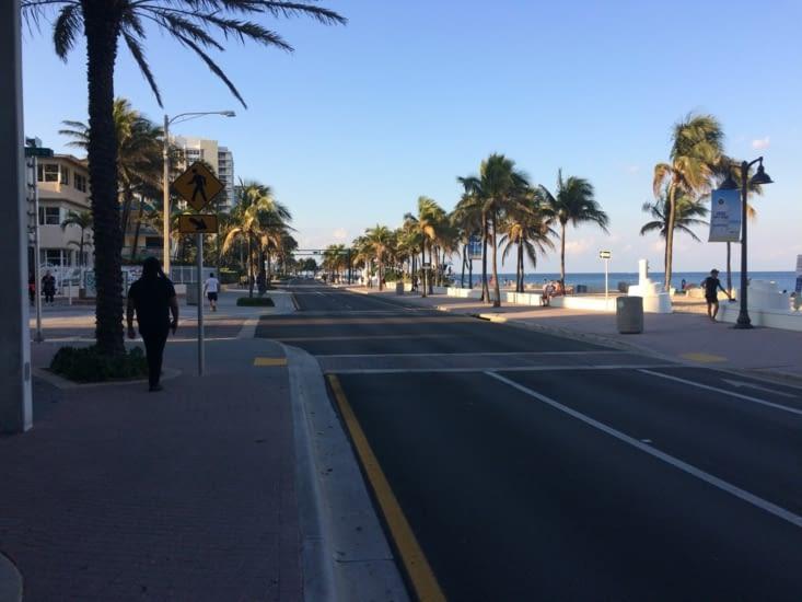 Vue de la plage depuis Beach Boulevard